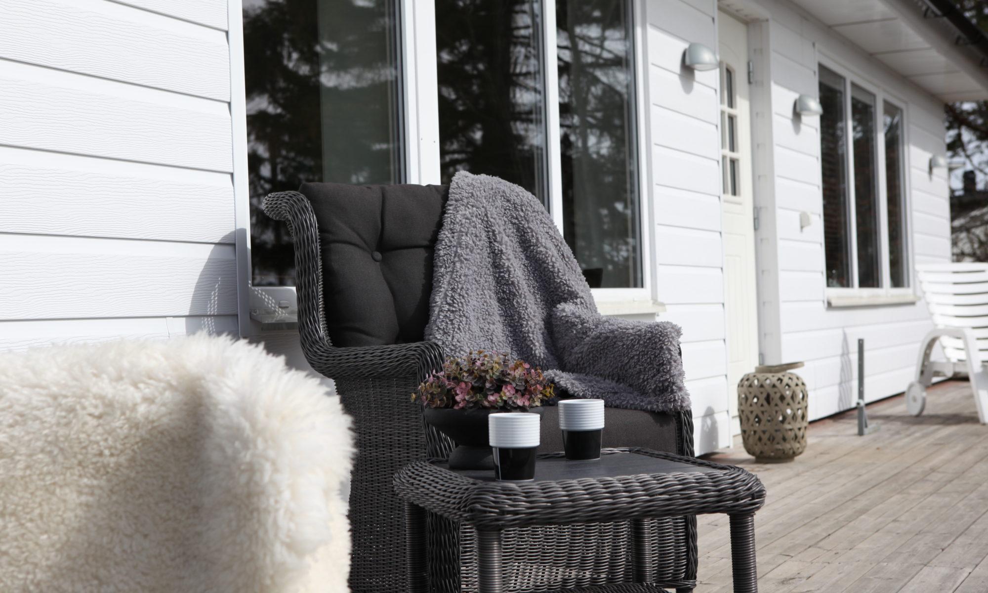 Underhållsfri fasad - Västkustpanel och stolar
